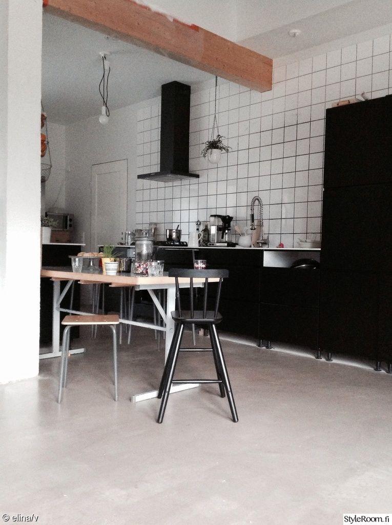 keittiö,kaakelit,keittiönkaapit,ruokapöytä