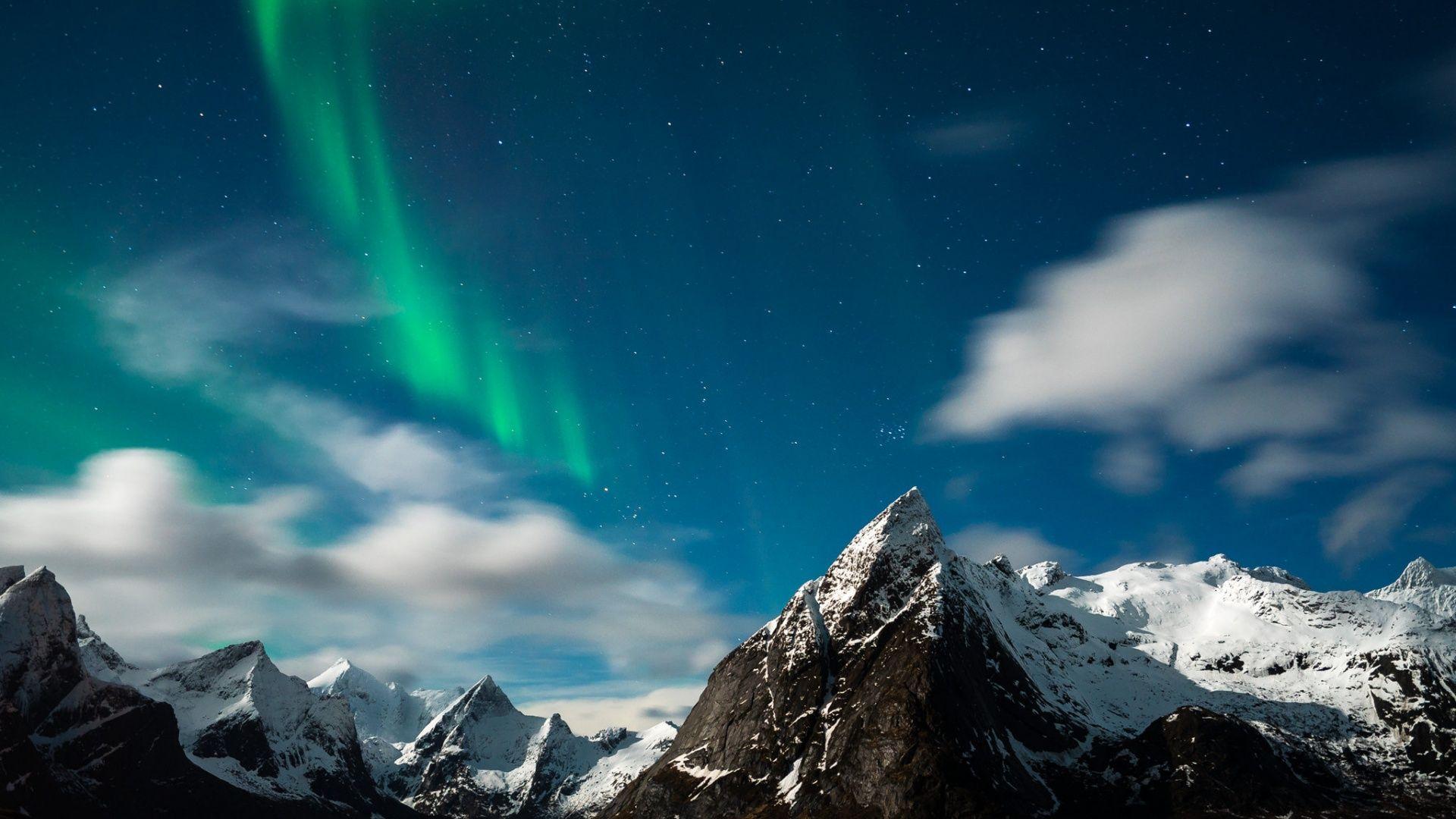 Скачать обои северное сияние, звезды, горы, Норвегия, раздел пейзажи в разрешении 1920x1080