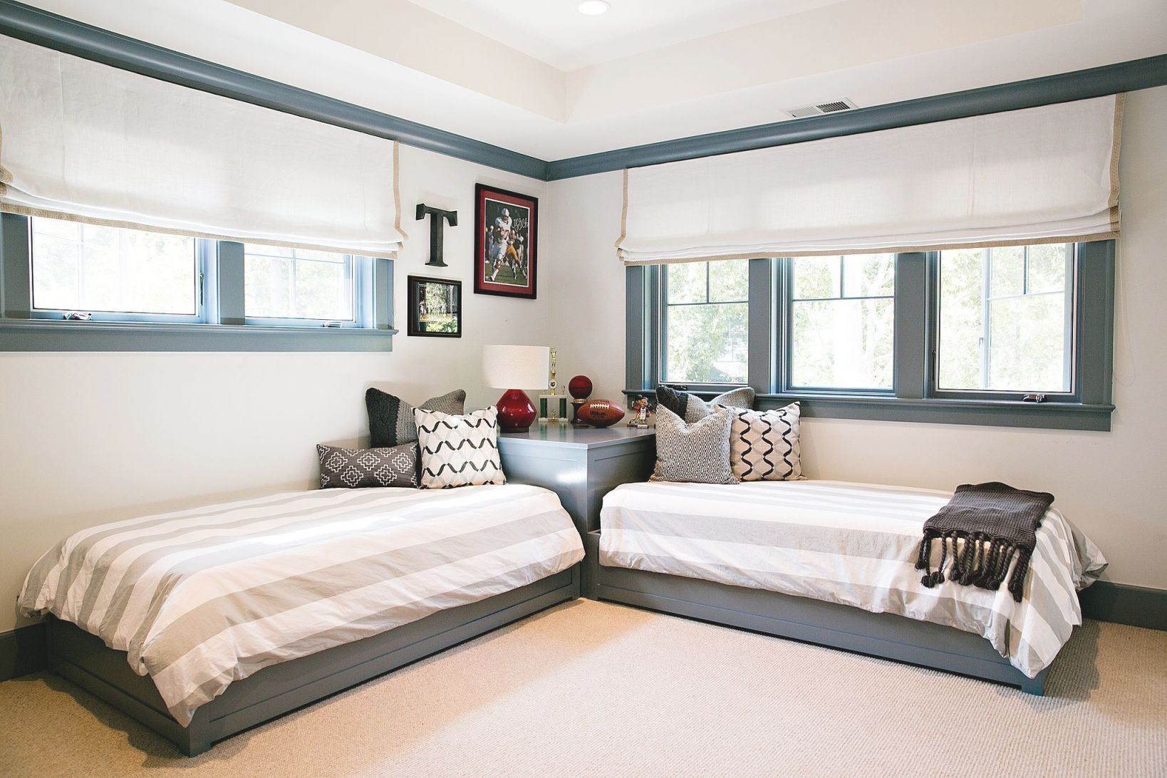 Arrange Small Bedroom Two Twin Beds In 2020 Small Kids Room