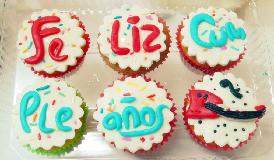 Cupcakes Felíz Cumpleaños con guitarra. www.dulceamore.com