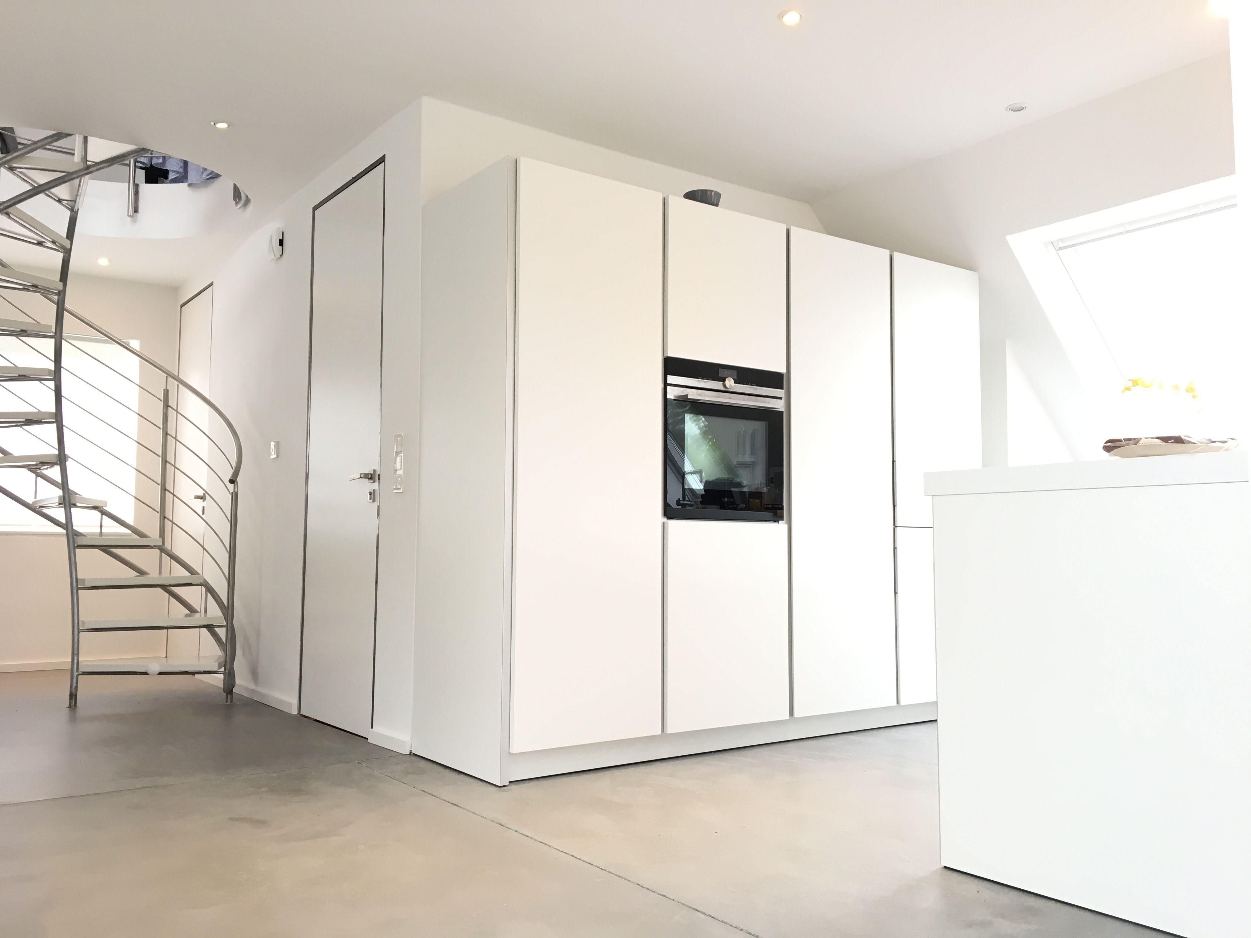 Loft: Bulthaup Küche. Sichtestrich.