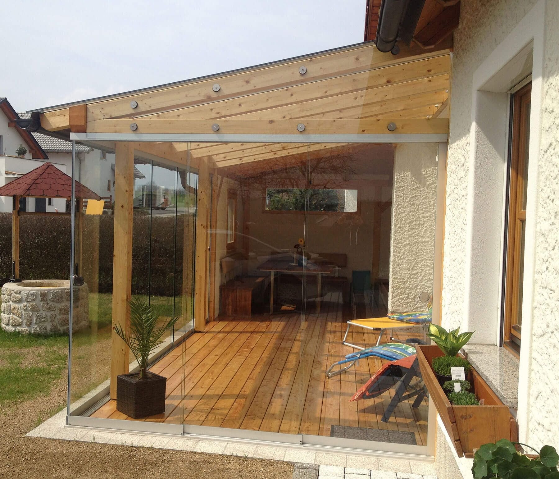 Schiebeverglasung In Holzkonstruktion Montiert
