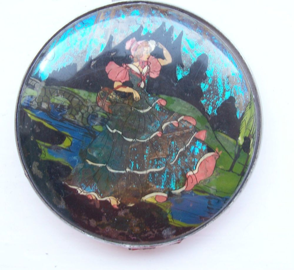GWENDA VINTAGE CRINOLINE LADY BUTTERFLY FOIL COMPACT with