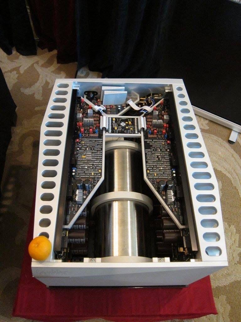 Verwonderlijk BOULDER's 3060, 900 Class A watt amplifier. The orange is shown DI-16