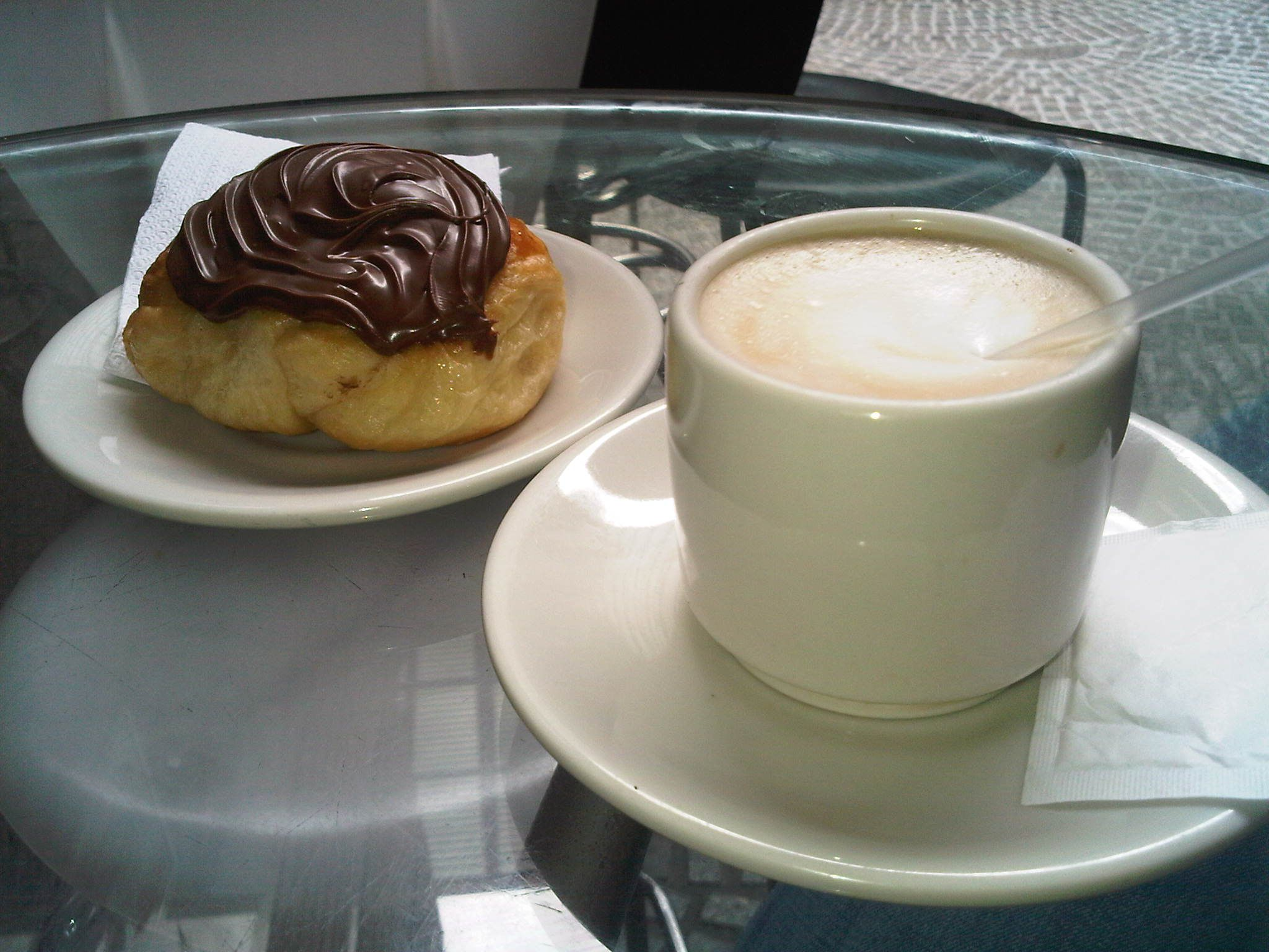 Pan de nutella y una buena taza de cafe con leche dioss for Tazas cafe con leche