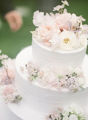A Dusty Blue Garden Wedding from Jada Poon Photography | Simply Peachy Wedding Blog