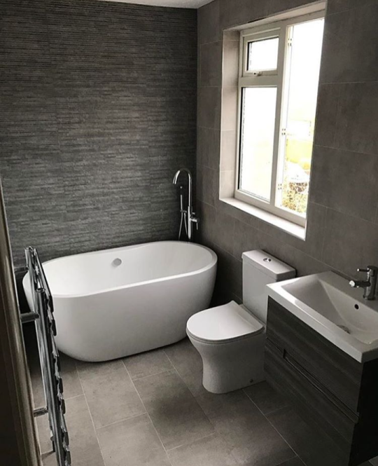 Luxury Modern Double Ended Curved Freestanding Bath At Victorian Plumbing Uk Contemporary Bathrooms Contemporary Bathroom Designs Modern Contemporary Bathrooms