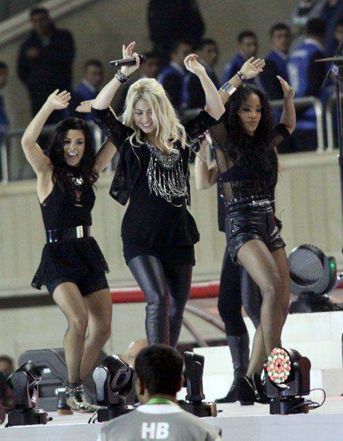 Shakira Performs Pregnant For The First Time