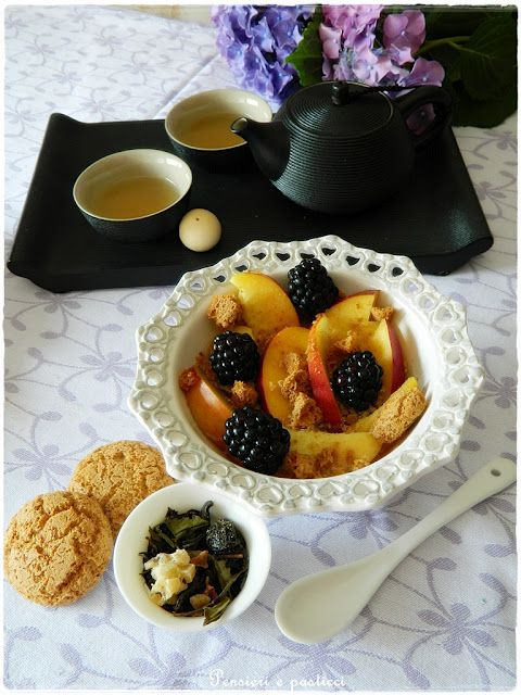 salad with peaches and blackberries and amaretto flavored tea