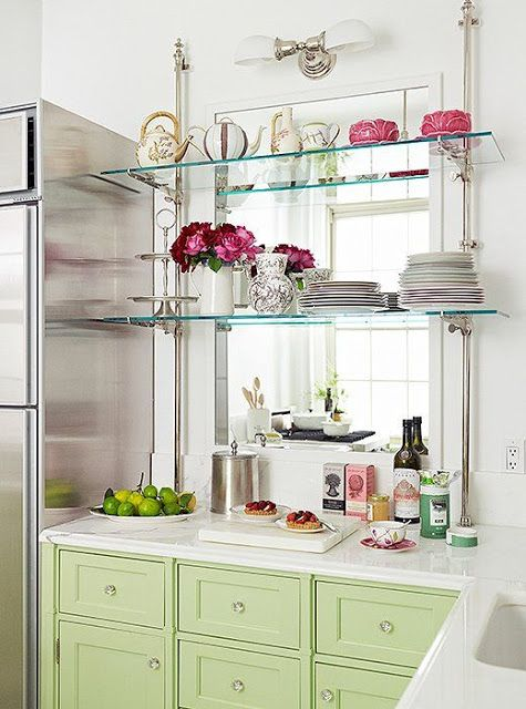 Exceptionnel In The Kitchen: Glass Shelves Across A Large Mirror