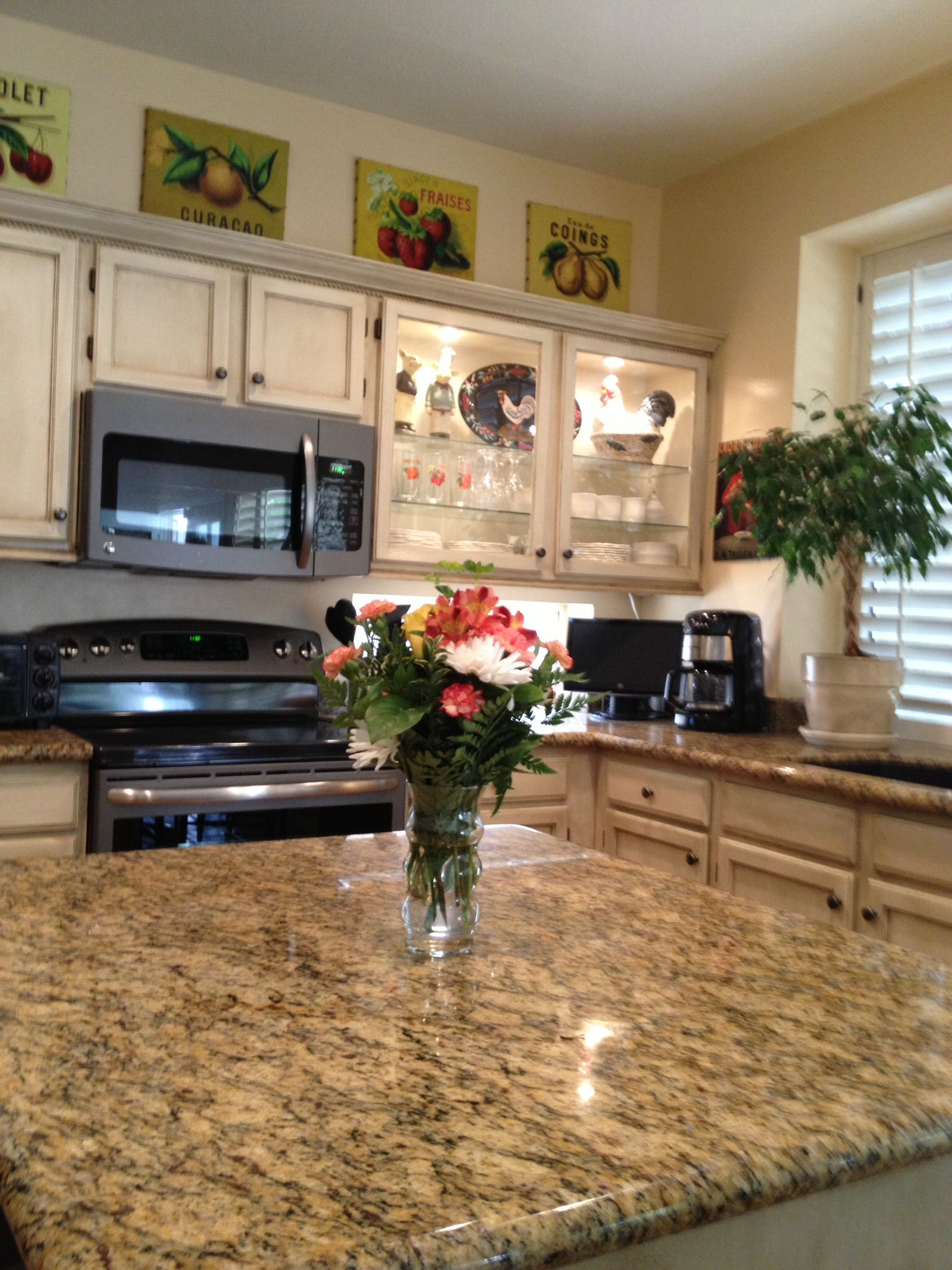 Ge slate appliances french country pinterest slate for Slate appliances with white cabinets