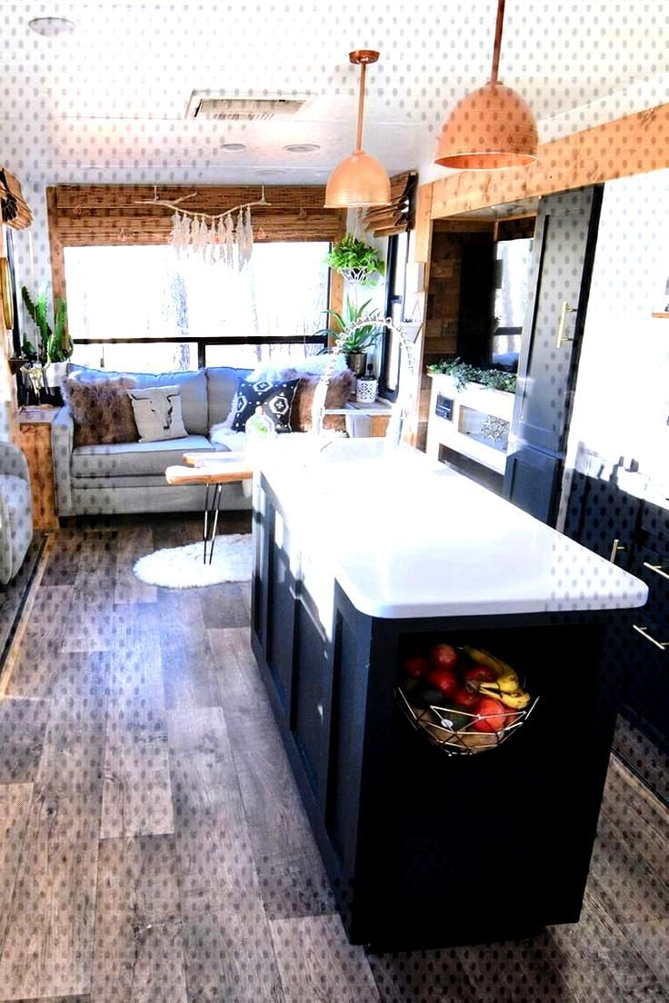 Tour this travel trailer renovated with Southwestern vibes! - Tour this plant-filled travel traile