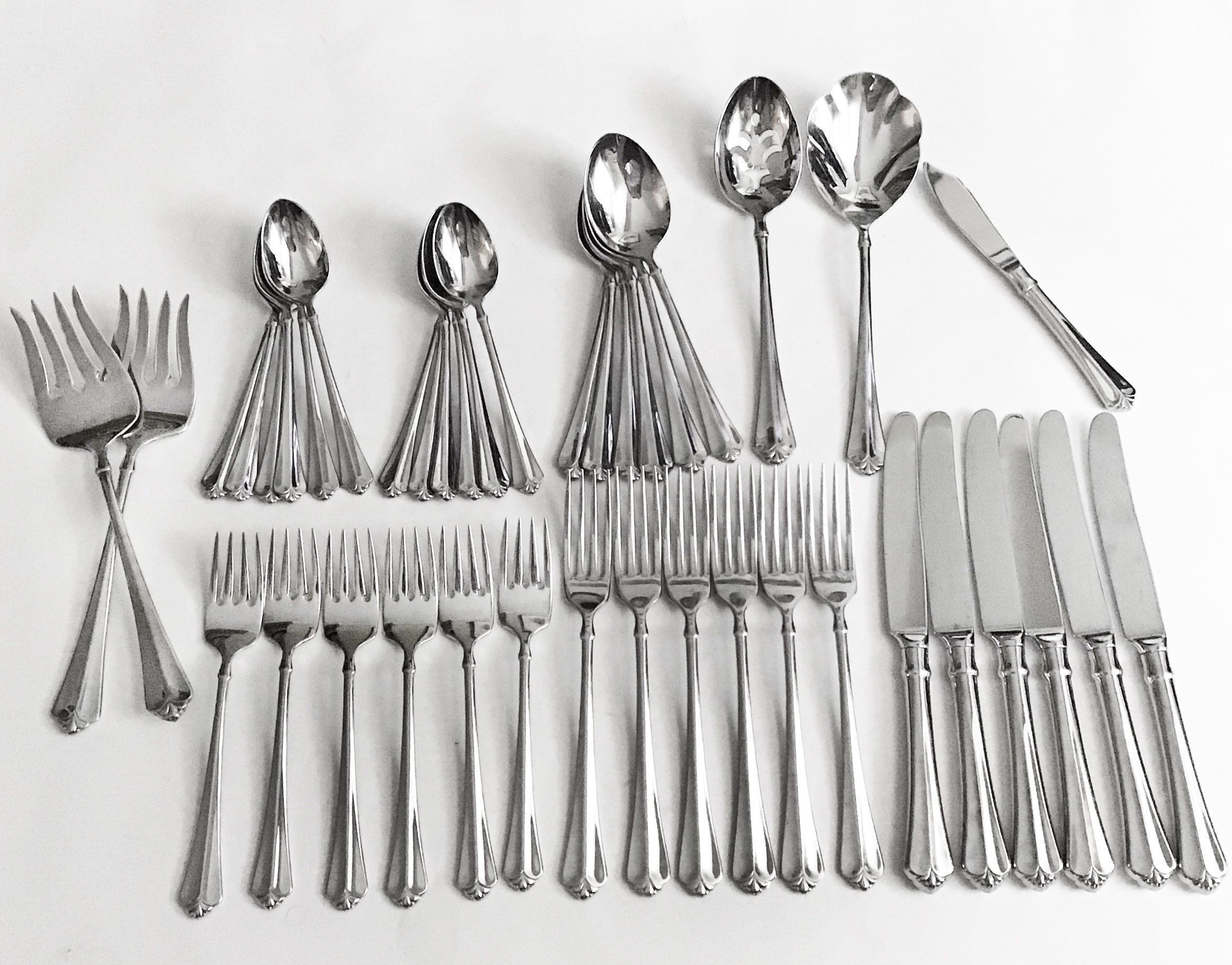 12   ONEIDA JUILLIARD TEASPOONS 18//10 STAINLESS  FREE SHIPPING US ONLY