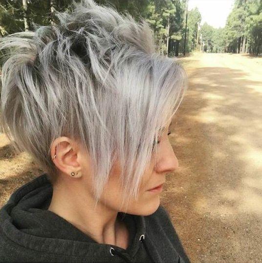 Graue haare freche frisur