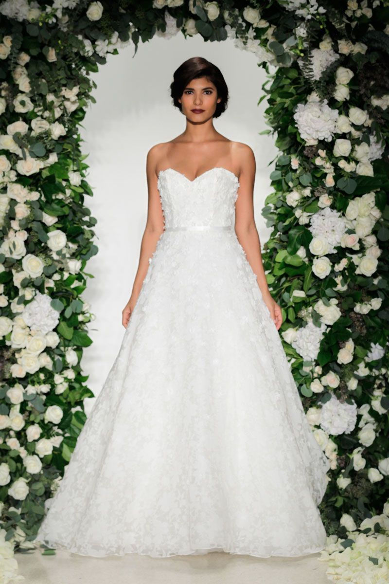 Ball gown wedding dress by anne barge image zoomed in noivas