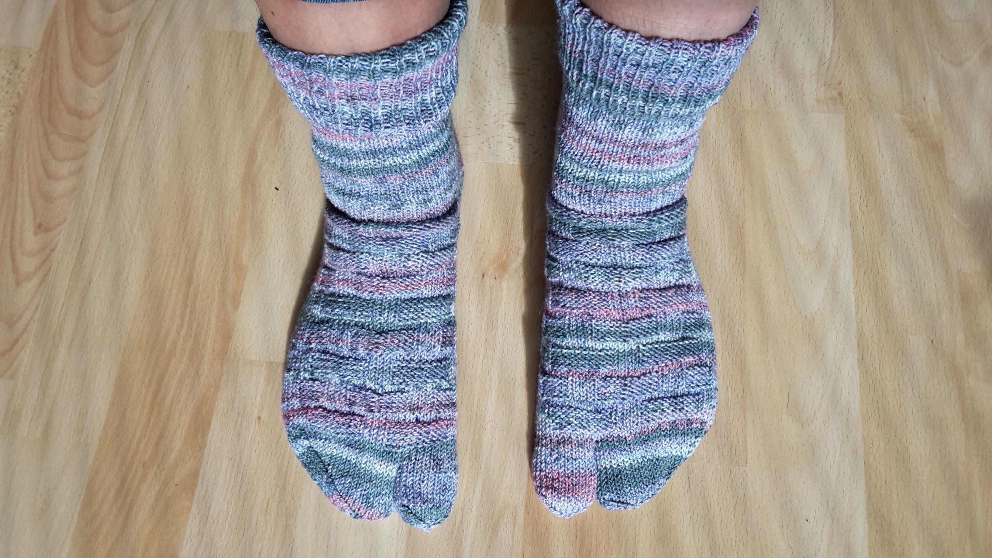 Zehen-Socken mit Flechtmuster, Gr. 42 Lana Grossa Meilenweit Marmo ...