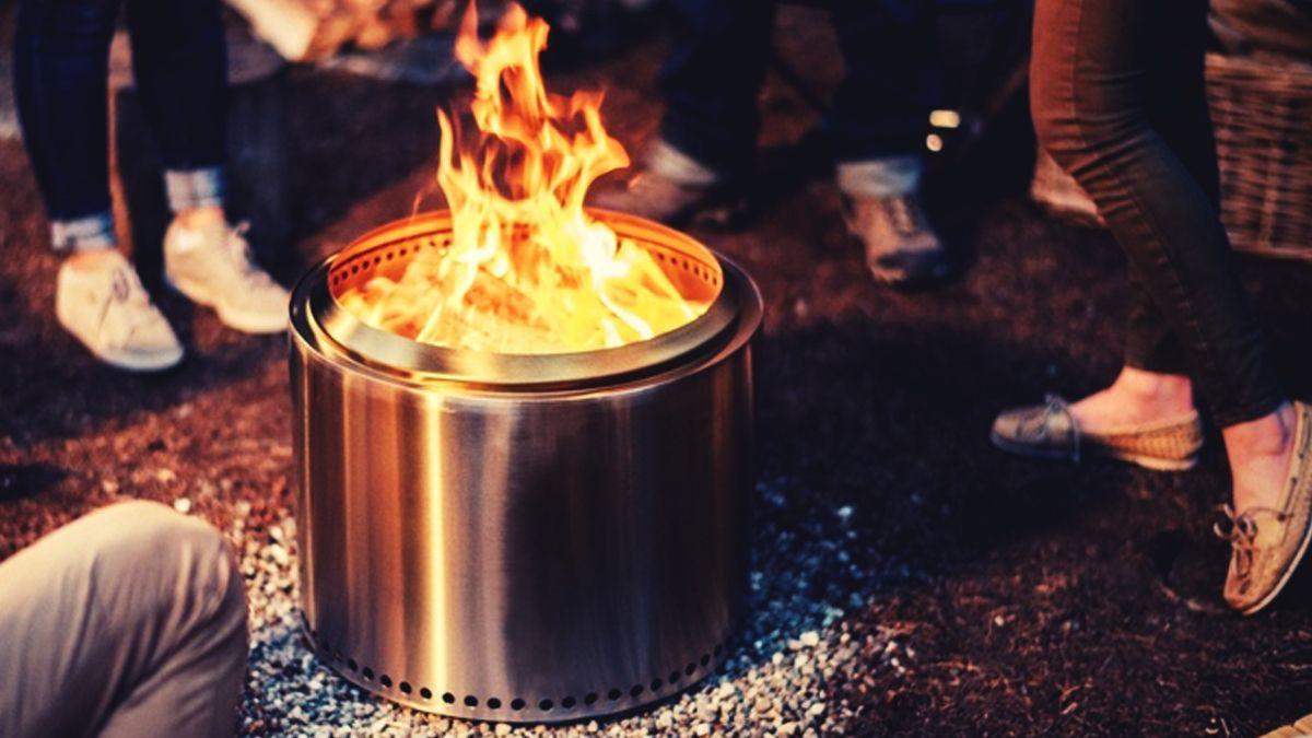 アウトドア愛好家のアイデアから生まれた たき火専用 ストーブ 炉