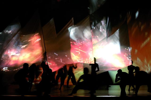 Cloud Gate Dance Theatre of Taiwan - Wind Shadow on Vimeo