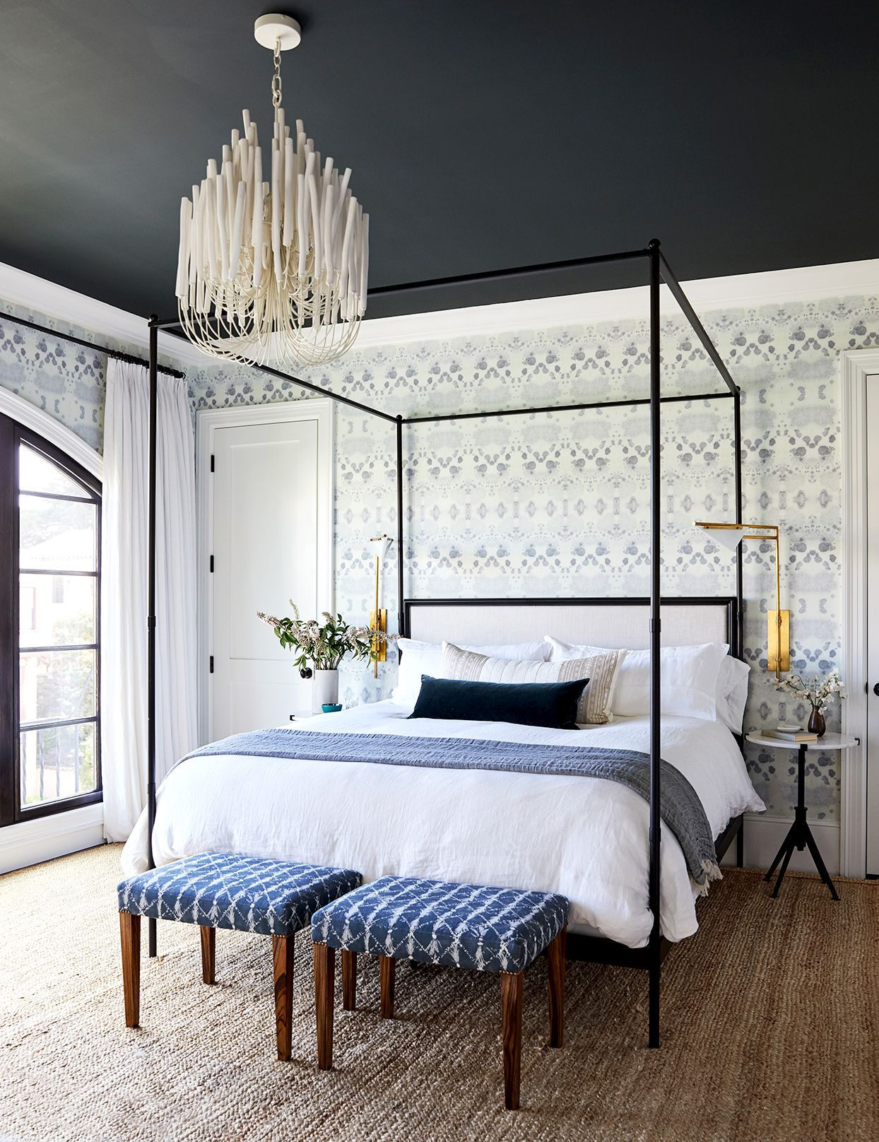 This San Francisco Home S Design Pays Homage To Its Lovely Architectural Bones Home Decor Bedroom Guest Room Decor Home Decor