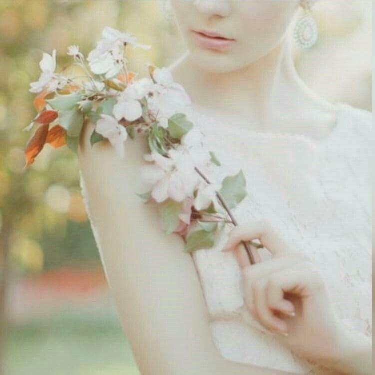 Pin By ورد البيلسان On أنثى الورد Fashion Brooch Jewelry