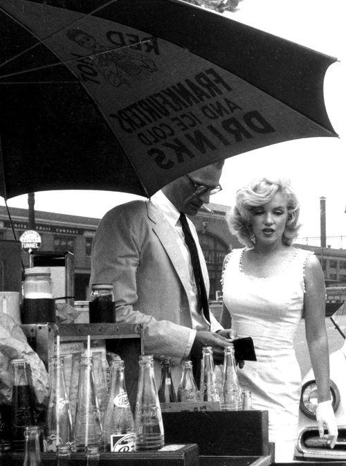 Sam SHAW :: Arthur Miller & Marilyn Monroe at a hot dog stand, NYC, 1957
