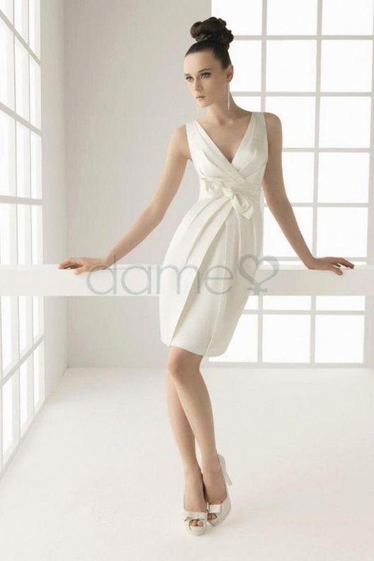 V Ausschnitt Etui Satin Strand kurzes einfaches dünnes Brautkleid ...