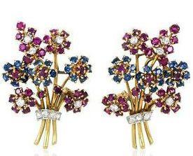 John Rubel - Broche et Boucles d'Oreilles 'Bouquet' - Platine, Or, Rubis, Saphirs et Diamants