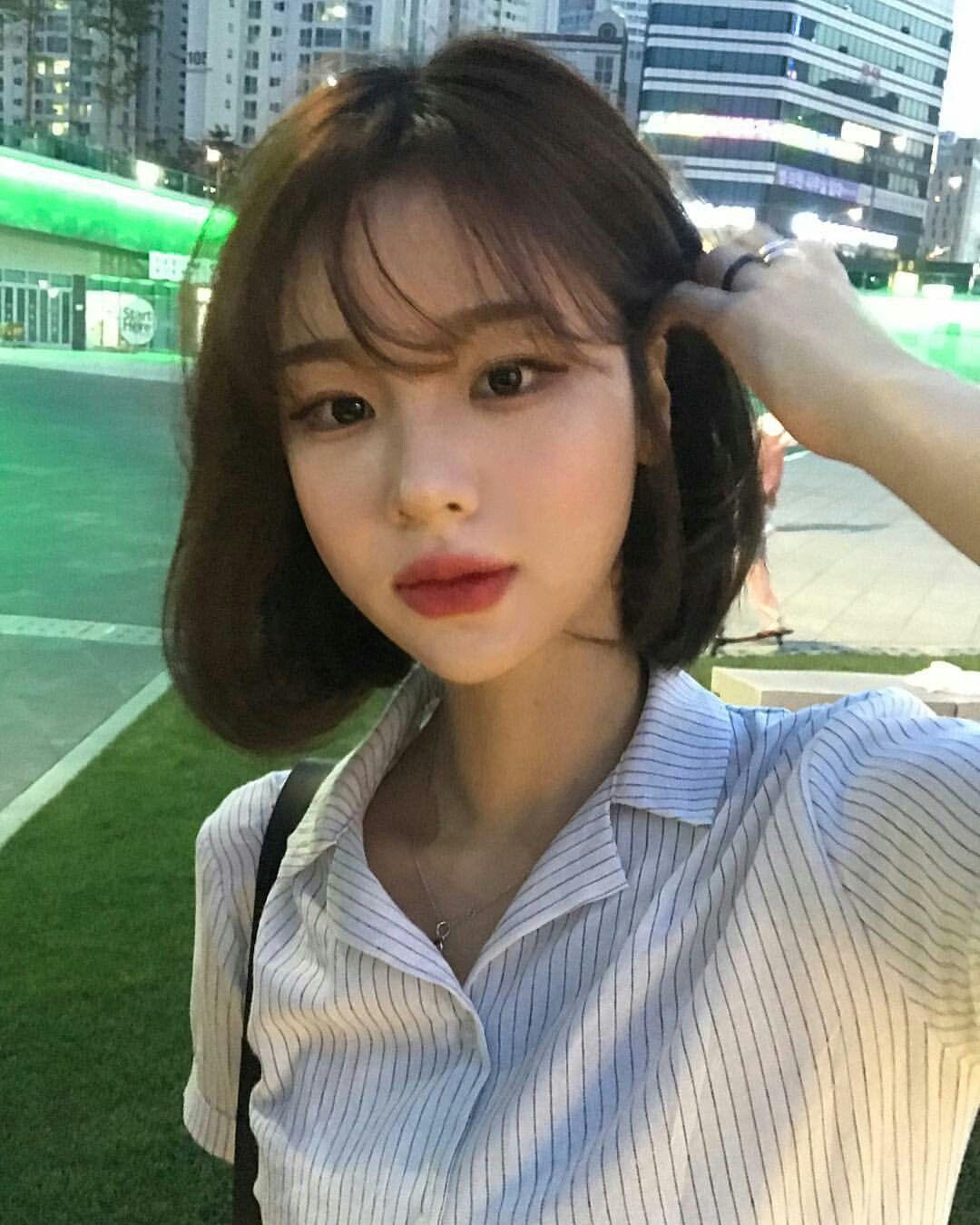 Pin By Jungkookiesisi On Makeup Korean Short Hair Short Hair With Bangs Korean Short Hair Bangs