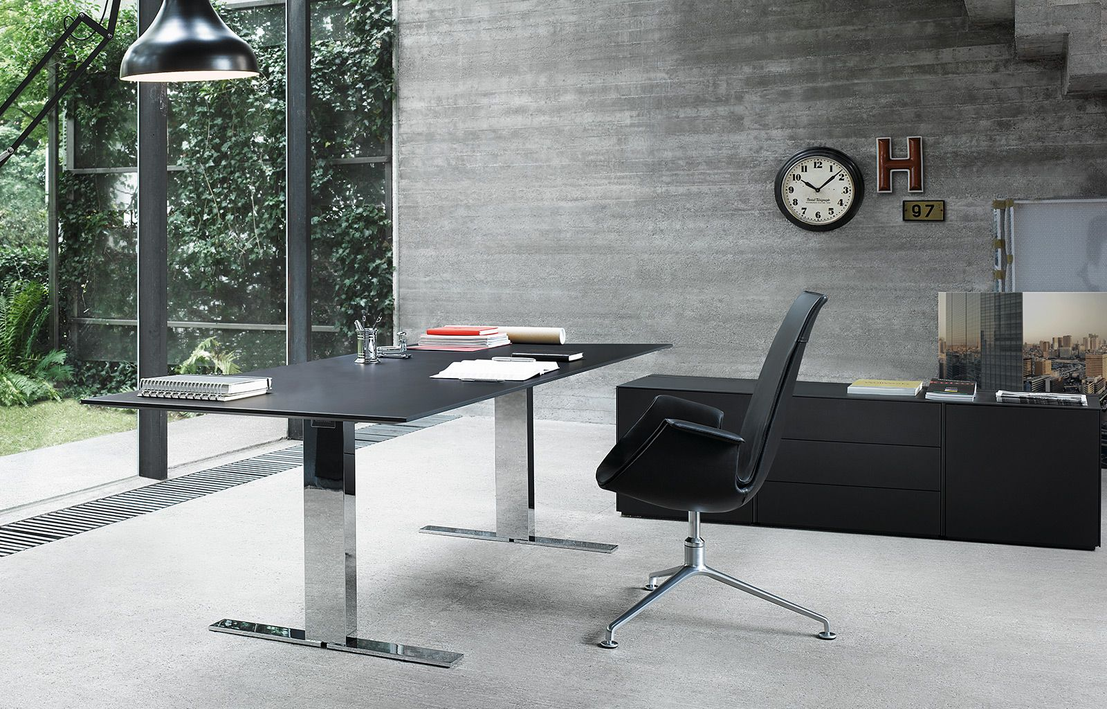 Executive Variable Brings Height Adjustment To The Office Range Stands For Flexible
