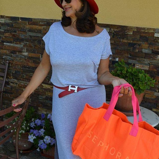 Comienzo la semana con unos complementos muy vistosos y si quereís ver mas detalles pasar por el blog http://www.solaanteelespejo.blogspot.com.es/ El vestido es de @women'secret El sombrero de @bimbaylola y la bolsa de @sephora #solaanteelespejo #women'secret #bimbaylola #sephora