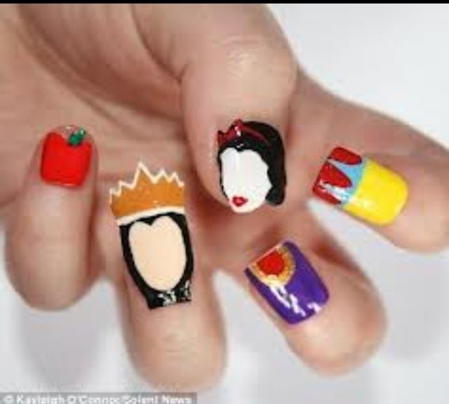 Snow White nails...cool!