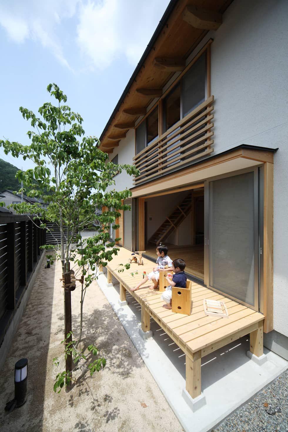 くつろぎの縁側 オリジナルデザインの テラス の 芦田成人建築設計事務