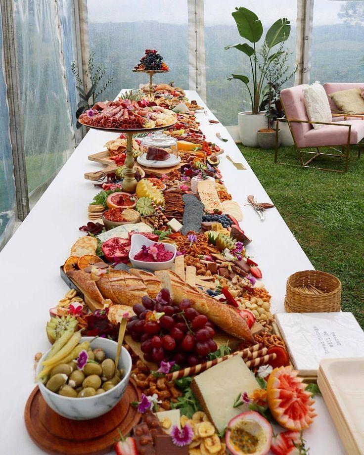 Épinglé par yeye sur Idées pour la maison | Vin d'honneur, Plateau repas et Repas entre amis