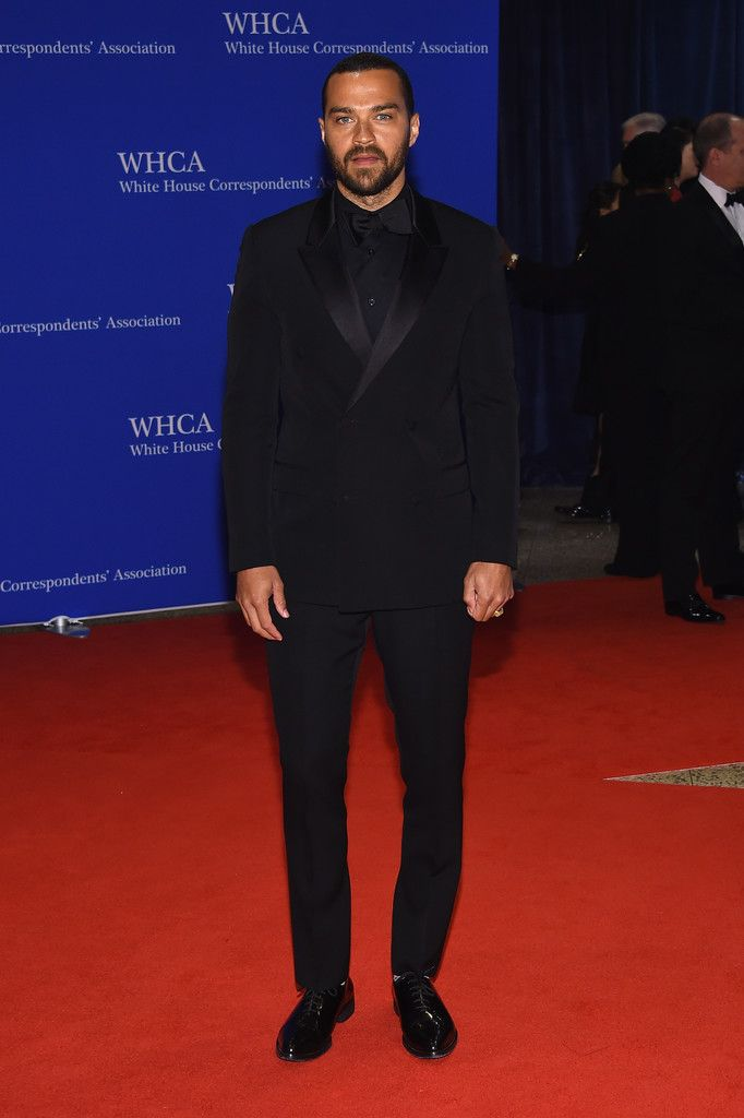 Jesse Williams Photos - Jesse Williams attends the 102nd White House Correspondents' Association Dinner on April 30, 2016 in Washington, DC. - 102nd White House Correspondents' Association Dinner - Arrivals