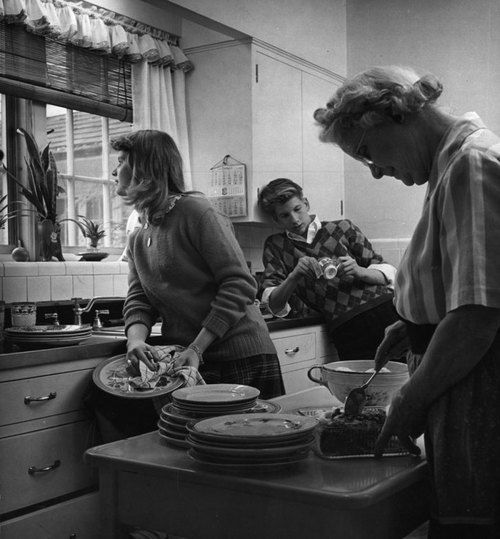 Portrait of an American family. Missouri, 1944.  By Nina Leen