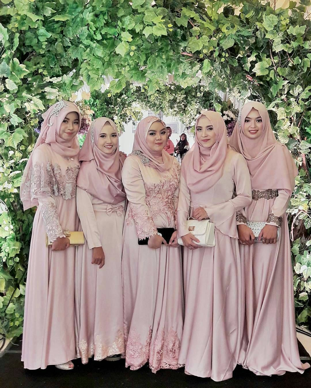 Beautiful @shabrinaawanis & her friends ♥ At the wedding of
