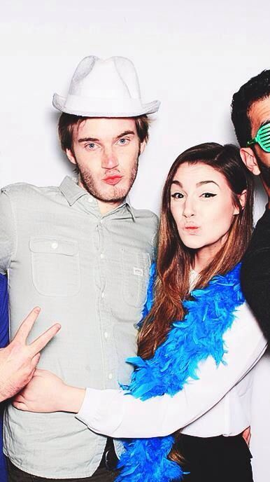 Marzia Bisognin and Felix Kjellberg in a photo booth ...