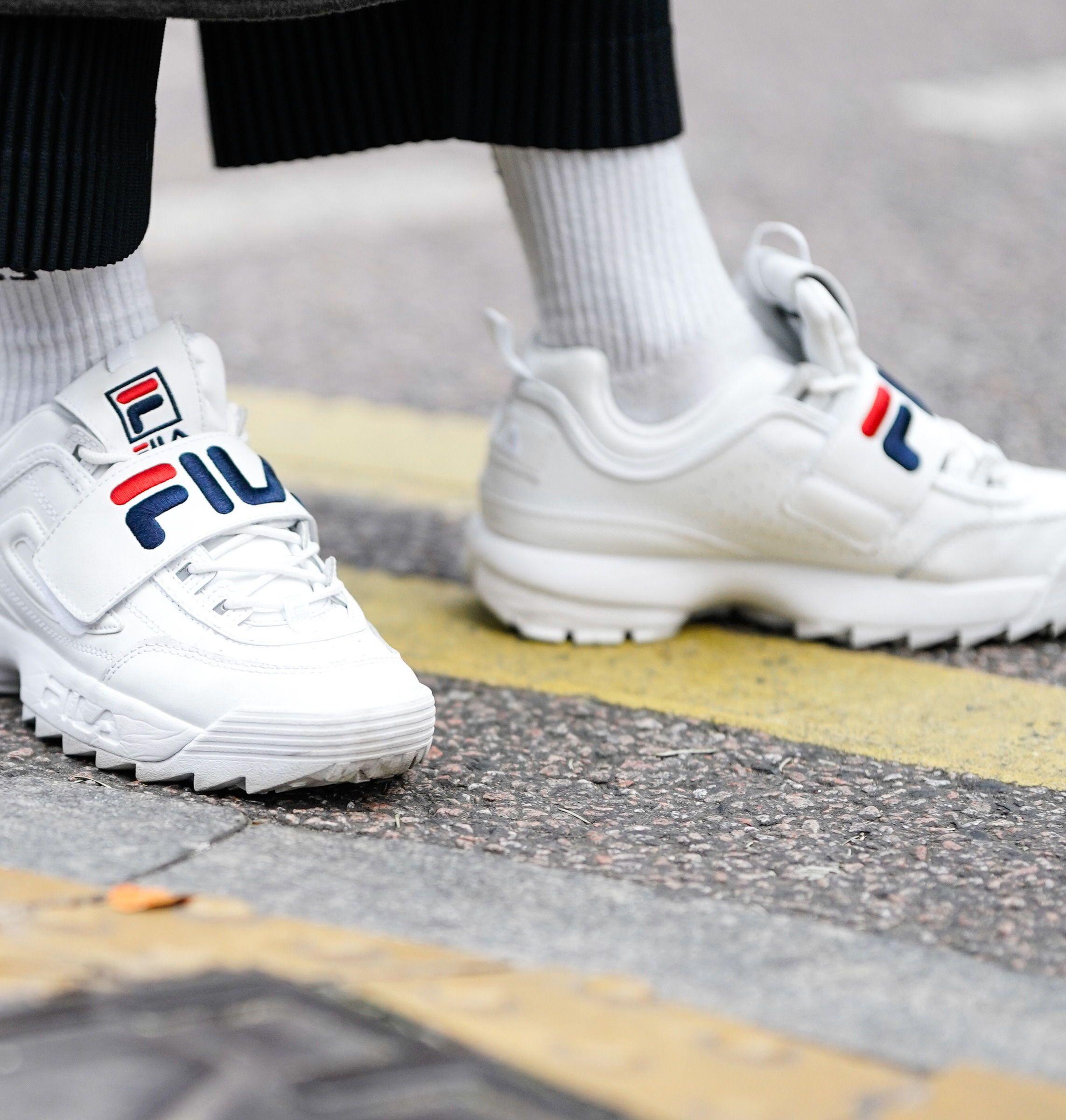 So bleiben weiße Sneakers im Winter sauber! | Fashion