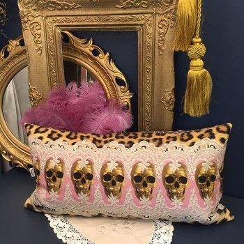 Döskalle kudde - Pink & Golden Skull Row