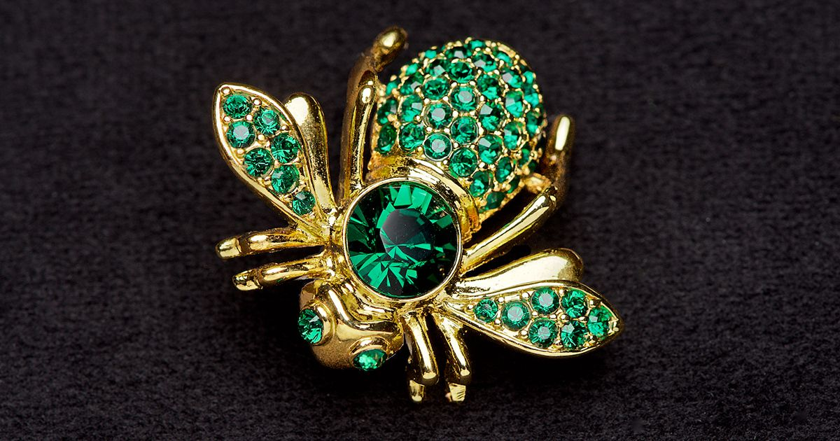 5 things to look for when shopping Goodwill's brooches   #Goodwill #GoodwillFinds #SeattleGoodwill #Brooch #Brooches #JoanRivers #Accessories #Style
