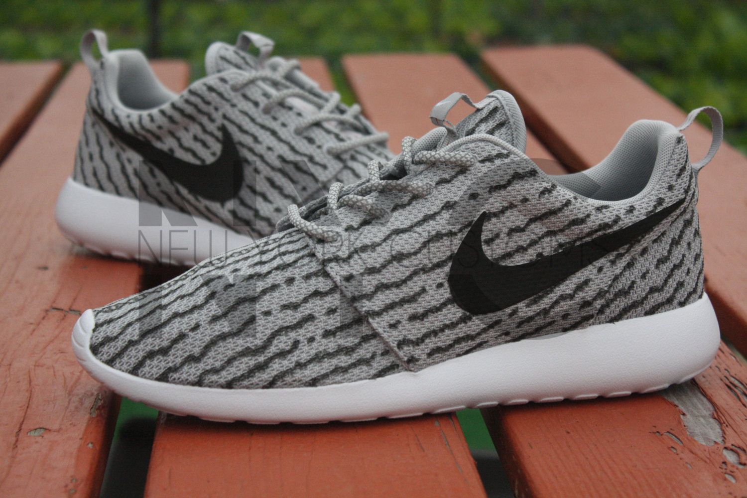 nike roshe run grey sole flounder