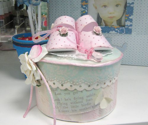 baby shower gift wrapping idea  attach a pair of baby shoes or, Baby shower