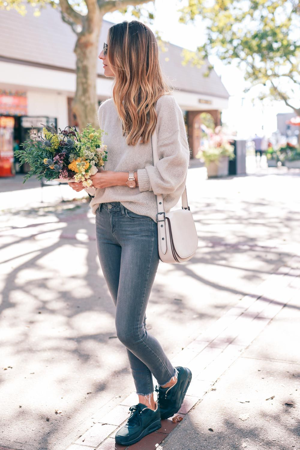 balayage-hair-paige-skinny-jeans -nike-sneakers-wildflower-fall-bouquet-prosecco-and-plaid 47808efaae