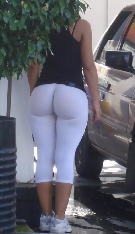 Kourtney Kardashian in White Yoga Pants | girls in yoga pants ...