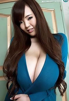 Foxy Model Hitomi Tanaka Soaps Up Excellent Juggs