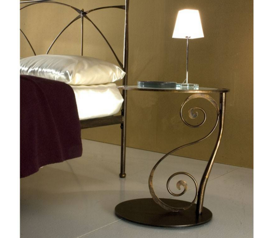 Wrought Iron Night Stands Minimalist And Elegant Looking Wrought Iron From The Night Stand Eas Wrought Iron Bedside Tables Iron Bedside Table Wrought Iron Beds