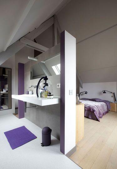 Sous les toits  une chambre avec salle de bains Bedrooms and