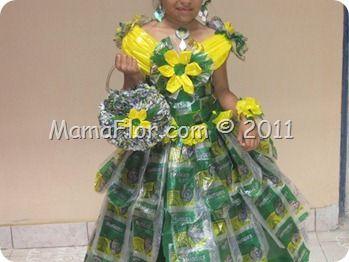 Es un paso a paso para hacer un vestido con reciclaje