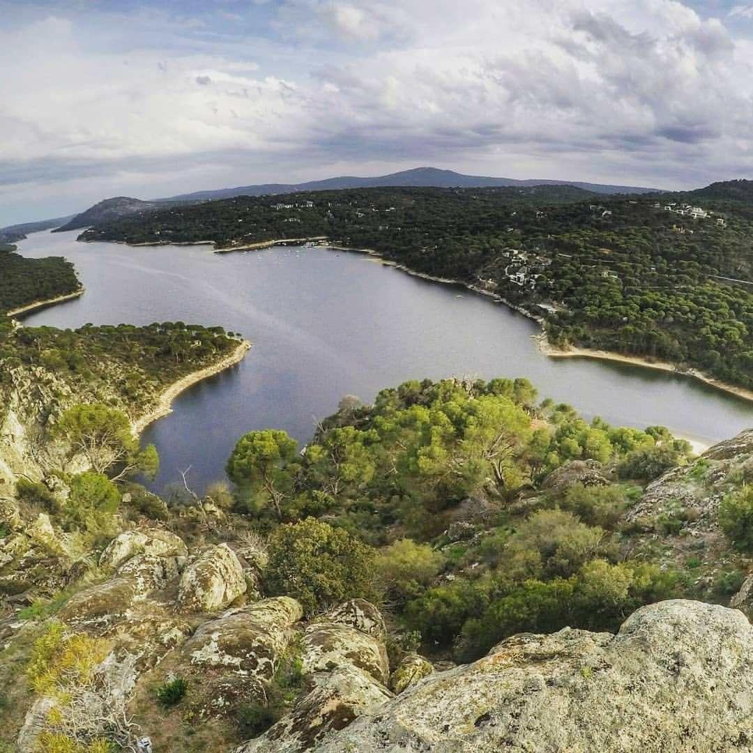 Zonas De Baño Cerca De Madrid Mucha Montaña Escapadas Cerca De Madrid Bañarse En Madrid Lago Madrid
