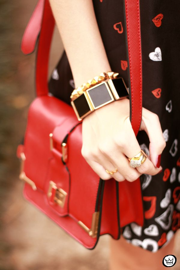 black, red and gold details #summer